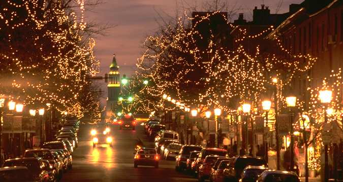 The Alexandria Holiday Boat Parade of Lights is a weekend of holiday fun in both Old Town Alexandria and Washington, DC.